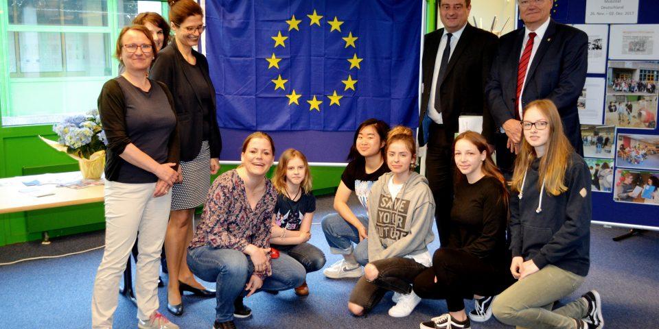 Der Staatssekretär mit der Erasmus Projektgruppe